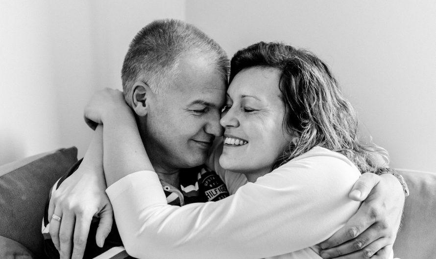 ¿Por qué las parejas confían en las artes del esoterismo para guiar su relación?