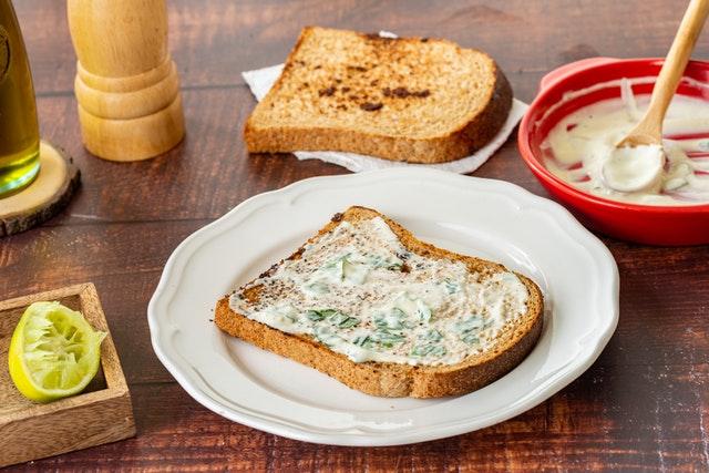 Prepara tu propia mayonesa de ajo negro con esta receta